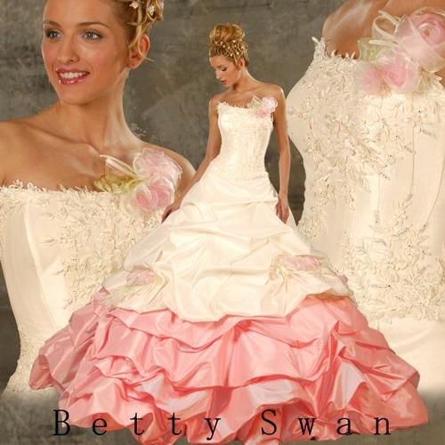 Выбор свадебного платья для невесты - самый ответственный.