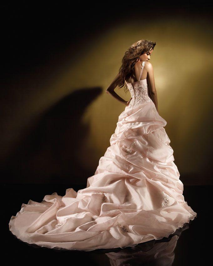 красивое вечернее платье для полных со шлейфом