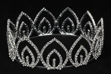 диадемы (короны, тиары) - серебристые короны со стразами