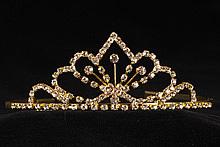 диадемы (короны, тиары) - золотистая диадема для невест с цирконами и стразами