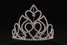 диадемы (короны, тиары) - фото серебристая диадема с цирконами и стразами для невесты