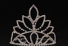 Высокие диадемы (тиары, короны) серебристого цвета со стразами и жемчугом для конкурса красоты, на свадьбу
