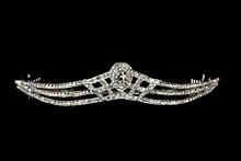 диадемы (короны, тиары) - серебристая диадема со стразами необычной формы