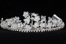 диадемы (короны, тиары) - свадебная диадема цветочной тематики с хрусталиками