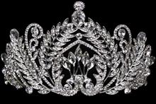 высокая серебристая диадема (тиара, корона) с серебристыми стразами для конкурса красоты