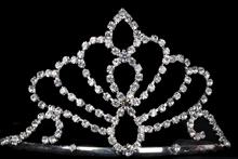 высокая серебристая диадема (тиара, корона) для конкурса красоты или на свадьбу