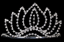 эффектная высокая серебристая диадема (тиара, корона) со стразами, цена и фото