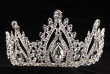 диадемы (короны, тиары) - невысокие свадебные диадемы со стразами в картинках