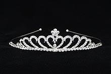 диадемы (короны, тиары) - стразовая диадема серебристого цвета, фото, каталог и цены