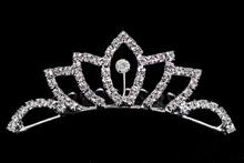 диадемы, гребни, тиары - стразовая диадема-гребень серебристого цвета классической формы