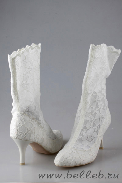сапожки на свадьбу, белого цвета, на среднем каблуке.