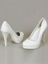 классические белые туфли на свадьбу на небольшой платформе и высоком каблуке, фото