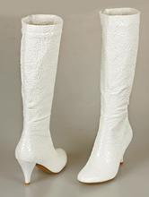Красивые высокие сапожки цвета айвори с тиснением, на маленьком каблуке, фото