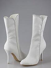 обувь на свадьбу, белые свадебные сапожки, украшенные стразами, фото, каталог с ценами