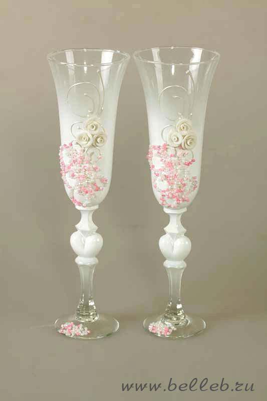 бокалы на свадьбу ручной работы, украшенные объемным узором из бисера и акрила и росписью 30218.